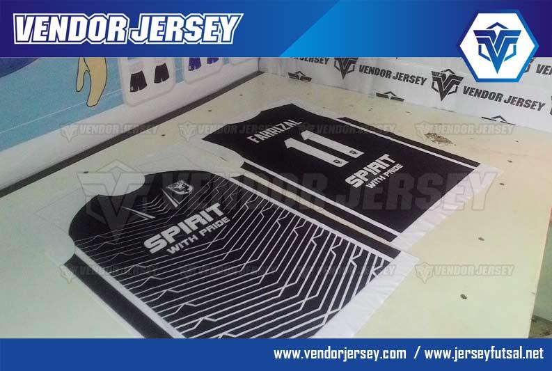 Produksi Pembuatan Baju Futsal Warna Hitam Putih Printing