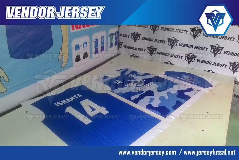 bikin kostum printing untuk tim futsal warna loreng biru